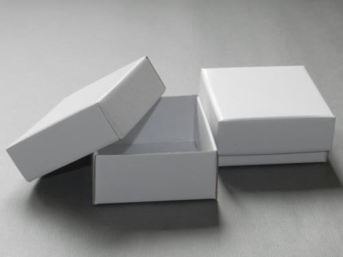photo boite interesting boite pour rception de colis with photo boite trendy bote aux lettres. Black Bedroom Furniture Sets. Home Design Ideas