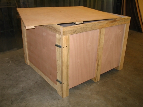vieille caisse en bois roulette dr le. Black Bedroom Furniture Sets. Home Design Ideas